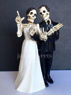 Halloween Wedding Cake Topper (Wedding Cake Topper-Groom Bride Halloween Skeleton Decorations Love Never)