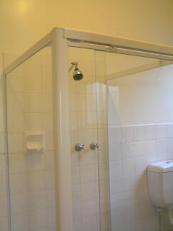 Shower cubicle/screen-as new