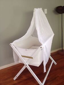 Bassinet with arm & veil- Cariboo Buderim Maroochydore Area Preview