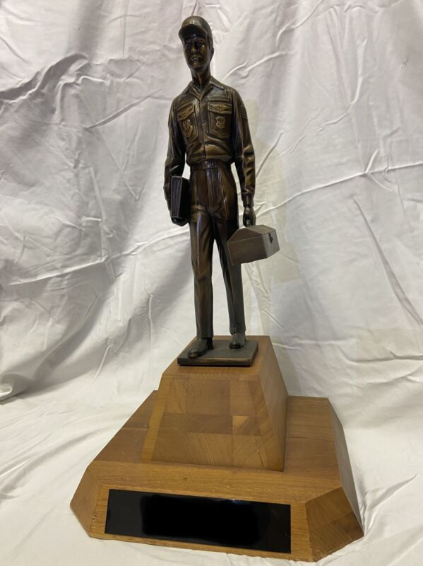 ***USAF VINTAGE TROPHY*** Maintenance Professional Of The Year Award