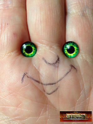 M01546 MOREZMORE Glass Eyes Iris 8mm SHAMROCK GREEN Flat Back Doll Baby A60