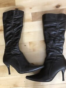Boots, size 6 Like new