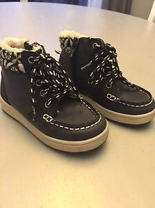 Toddler boys H&M hiker boots - size 8