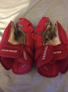 Red Wings Kronwall game used gloves
