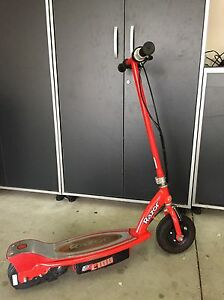 Electric E 100 Razor scooter Windsor Region Ontario image 1