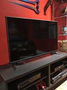 "42"" LG LED 1080p tv  London Ontario image 1"