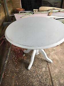 FREE round table Woonona Wollongong Area Preview