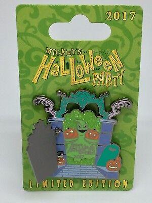 Disney's Halloween Parade (Disney Mickey's Halloween Party Frightfully Fun Parade Zero & Oogie Boogie)