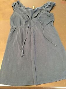 Maternity clothes size small London Ontario image 8