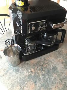 DeLonghi expresso/cappuccino/ drip coffee Combo Machine West Island Greater Montréal image 3