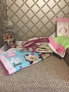 Cute baby crib bedding set+extra pieces ! $60  Edmonton Edmonton Area image 2