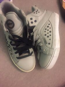 Pastry shoes like new (worn once) size 6