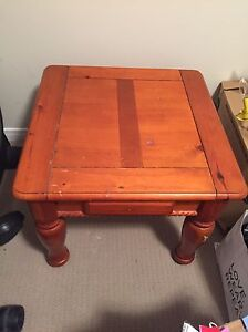 Coffee table and side table London Ontario image 2