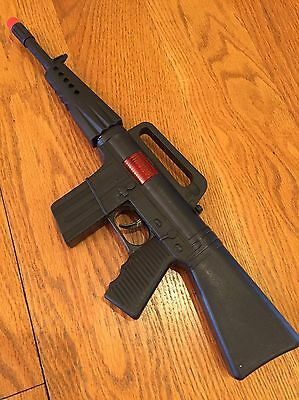ONE (1) TOY MACHINE GUN BLACK MILITARY ASSAULT -16 INCHES LONG- SPARKS & SOUND