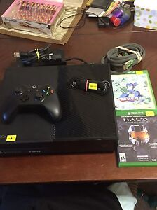 Xbox One w/ one controller 2 games