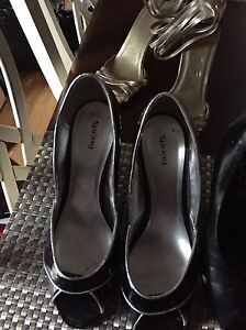 Multiple pairs of. Women's shoes for sale. Size 10 Gatineau Ottawa / Gatineau Area image 6