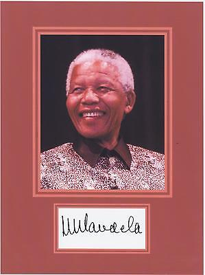 (NELSON MANDELA  8 x 10 REPRINT PHOTO & REPRINT AUTOGRAPH ON GLOSSY PHOTO PAPER)