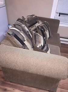 Beige love with seat with 4 pillows  Windsor Region Ontario image 2