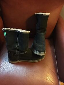 Women's size 10 cougar Winter boots! London Ontario image 2