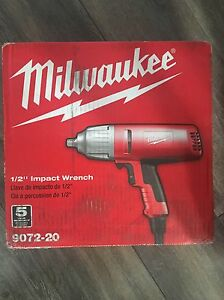 Milwaukee 1/2- Inch VSR Impact Wrench