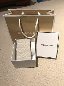 Michael Kors iPhone 6 case with card slot London Ontario image 3