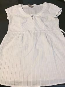 Maternity clothes size small London Ontario image 10