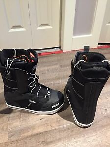 Brand new thirty two men's snowboard boots