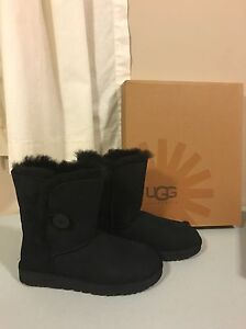 Size 9 NEW IN BOX -- UGG boots