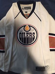 Autographed NUGENT-HOPKINS Oilers hockey jersey