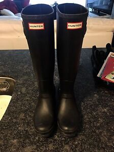 Hunters size 9 good condition