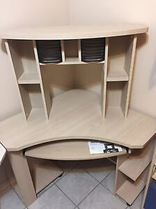 NEGO! Corner desk/ Bureau de coin - Like new - 79$ o.b.o