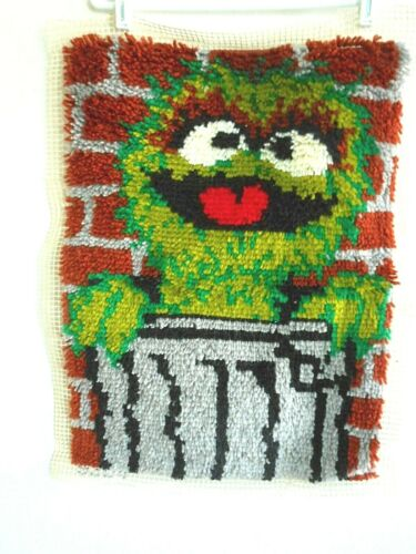 "OSCAR GROUCH Rug Finished Latch Hook Kit SESAME STREET 18""x24"" Wall Decor VOGART"