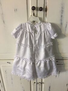 Christening gown size 6 month (16 lbs) Cornwall Ontario image 2