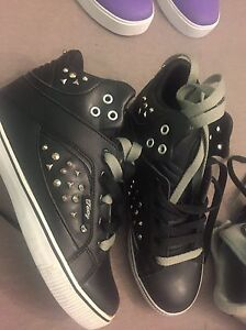 Pastry size 6 girls/woman shoes