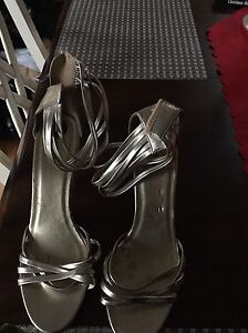 Multiple pairs of. Women's shoes for sale. Size 10 Gatineau Ottawa / Gatineau Area image 5