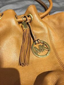 AUTHENTIC MICHEAL KORS HAND BAG London Ontario image 2