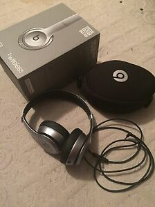 Beats solo 2 wireless special edition space gray