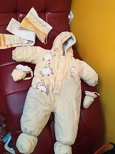 Snow suit size 6/9 months