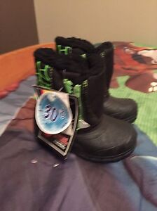 Toddler boys sz 5 winter boots
