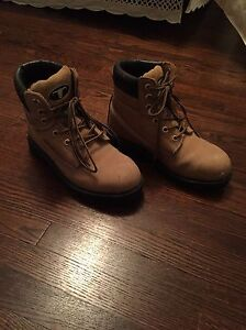 Women's steal toe work boots size 6 London Ontario image 1