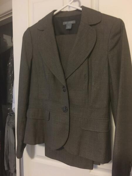 Ladies suit brown - size 10