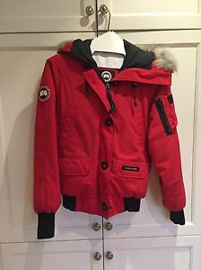 Canada Goose Bomber red small  West Island Greater Montréal image 5