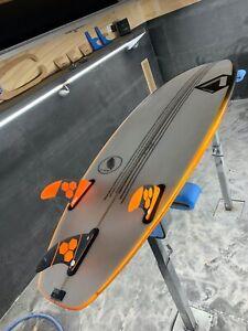 Annesley 5'11 Phoenix model Surfboard inc. Fins!