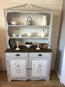 Superbe Buffet/vaisselier style Country Chic!