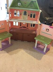 Castle and toys for sale St. John's Newfoundland image 3