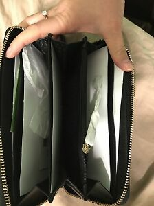Kate spade brand new zip up wallet/clutch with receipt  London Ontario image 5