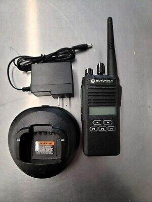 Motorola Cp185 Two Way Radio Uhf 16 Ch Battery Charger Included