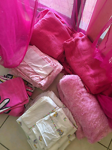 Awesome hot pink mosquito net + loads of free extras Maudsland Gold Coast West Preview
