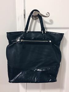 GUESS Black Tote Bag with Tassel  Strathcona County Edmonton Area image 2