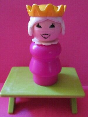 993 Fisher Price Little People Vintage    CLASSIC CASTLE PINK  PLASTIC QUEEN